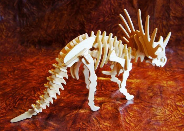 طرح دایناسور تریسراتوپس