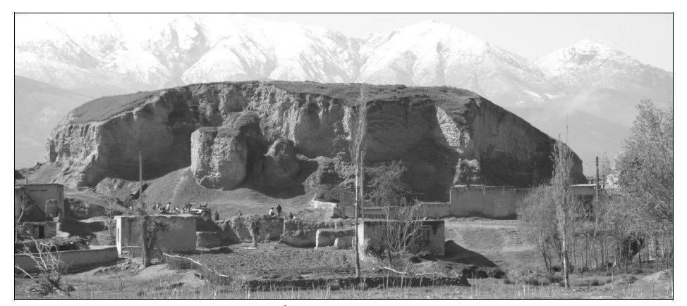 مطالعه و بررسی باستان شناسی و معماری تپه قلعه خان سملقان خراسان شمالی