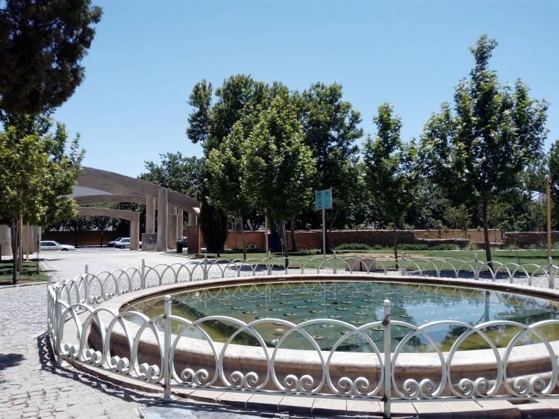 بررسی الگوهای رفتاری شهروندان در پارک بعثت شیراز