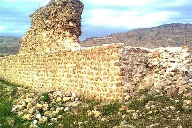 مطالعه ، توصیف و تحلیل معماری قلعه شاخ زرین آباد ایلام به صورت word
